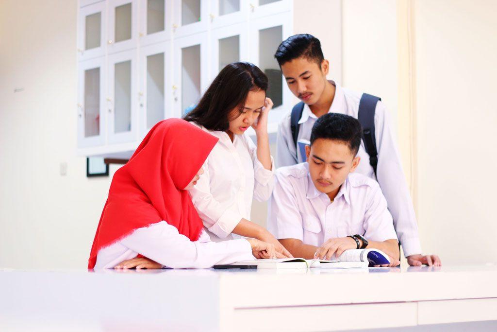 mahasiswa-belajar