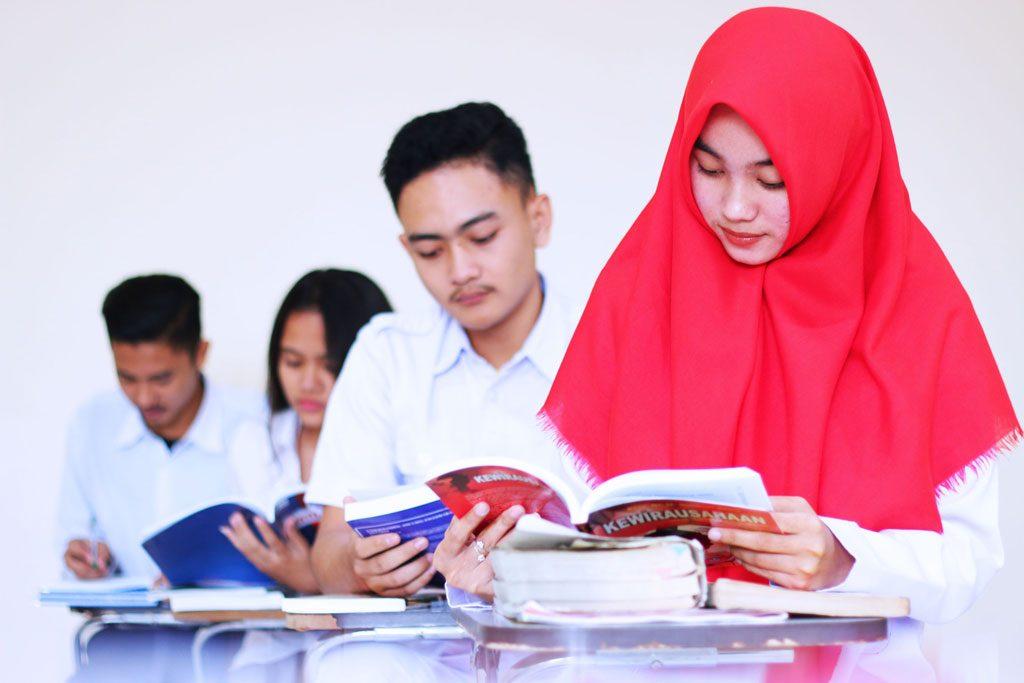 mahasiswa-membaca
