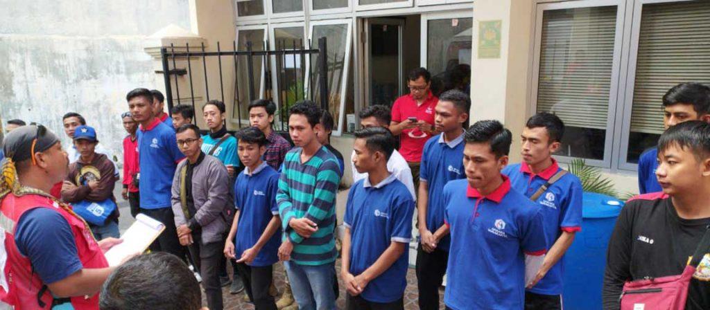 Para Mahasiswa AKBARA Surakarta sedang melakukan koordinasi